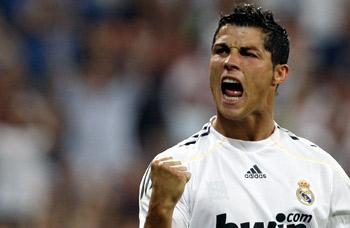 Cristiano Ronaldo celebra su primer gol con el Madrid.