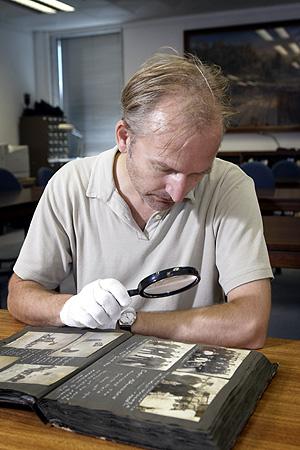Harald Ostgaard Lund, descubridor del único impreso antiguo de la llegada a la Antártica de la expedición del explorador noruego Roald Amundsen en 1911