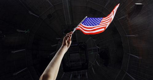 Una bandera estadounidense en un mitin de los republicanos (Reuters)