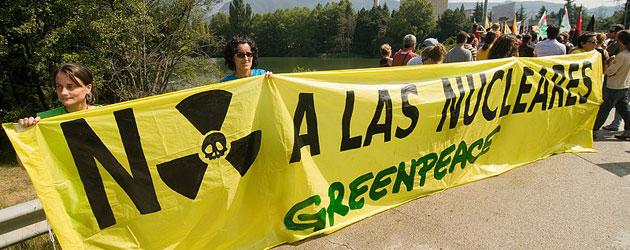 Concentración de Greenpeace en la central nueclear de Santa Maria de Garoña, Burgos (nattydreaddd, vía: Flickr)