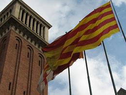 Banderas de Barcelona, España y Cataluña (James vía Flickr)