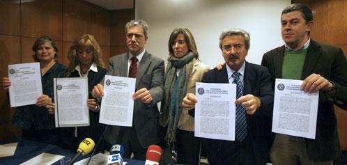 Los impulsores del Manifiesto por la despolitización de la Justicia, en la presentación del texto (Efe).