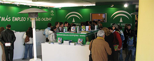Stand de la Consejería de Empleo en la Feria del Empleo de Sevilla (2007).