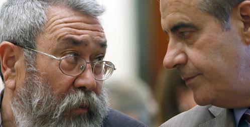 El ministro de Trabajo, Celestino Corbacho (dcha), y el secretario general de UGT, Cándido Méndez.