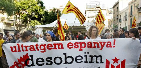 Un grupo de jovenes independentistas catalanes en una manifestación (Efe).