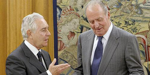 El rey Juan Carlos recibe en audiencia al presidente del Tribunal Supremo y del CGPJ, Carlos Dívar