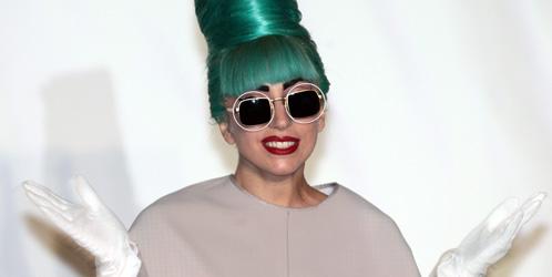 La extravagante Lady Gaga también protagonizó un 'outing' en 'Saturday Night Live'. (Efe)
