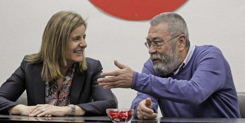 La ministra empleo, Fátima Báñez y el líder de la UGT Cándido Méndez (Efe).