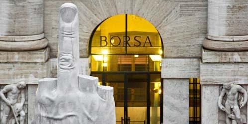 La escultura 'L.O.V.E', de Maurizio Cattelan, en Milán.