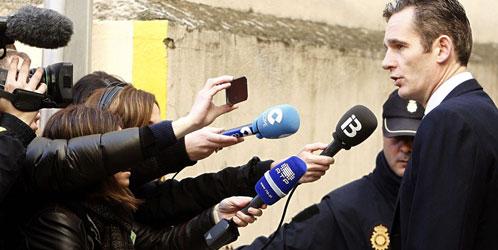 Urdangarín se dirige a los medios en Palma antes de su declaración ante el juez (EFE)
