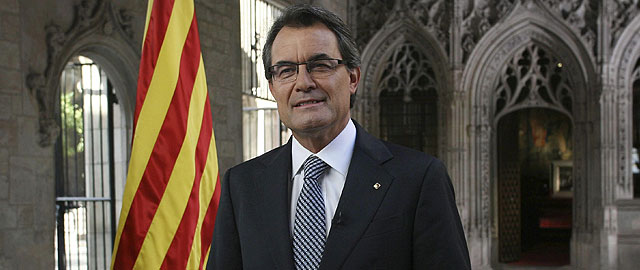 Artur Mas, pronunciando el tradicional mensaje institucional con motivo de la Diada Nacional de Cataluña. (EFE)