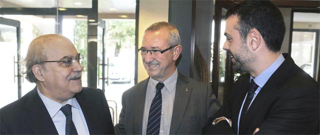 Andreu Mas-Colell (i), Santi Vila (d), y el alcalde de Roses y diputado en la Cortes, Carles Páramo (Efe)