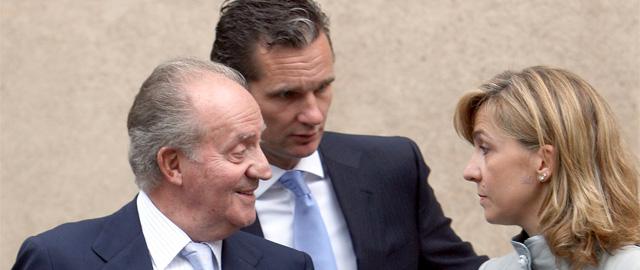 El Rey Juan Carlos junto a la Infanta Cristina e Iñaki Urdangarin (Efe).
