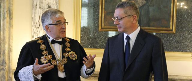 El presidente del Poder Judicial, Gonzalo Moliner (izqda.), y Alberto Ruiz Gallardón.