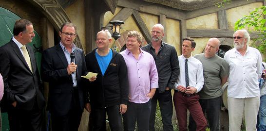El primer ministro neozelandés, John Key, en el set de rodaje de 'El Hobbit'.